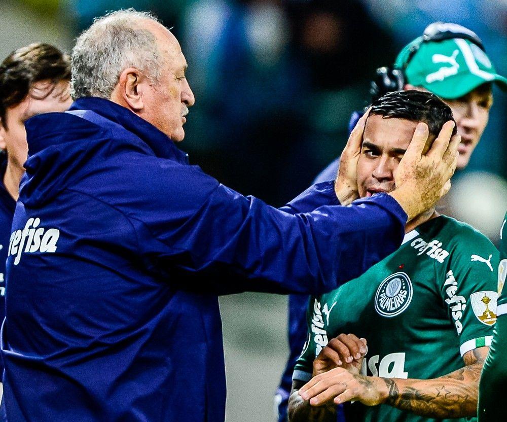 Dudu comemorou com Felipão o gol contra o Junior Barranquilla — Foto: Renato Pizutto/BP Filmes