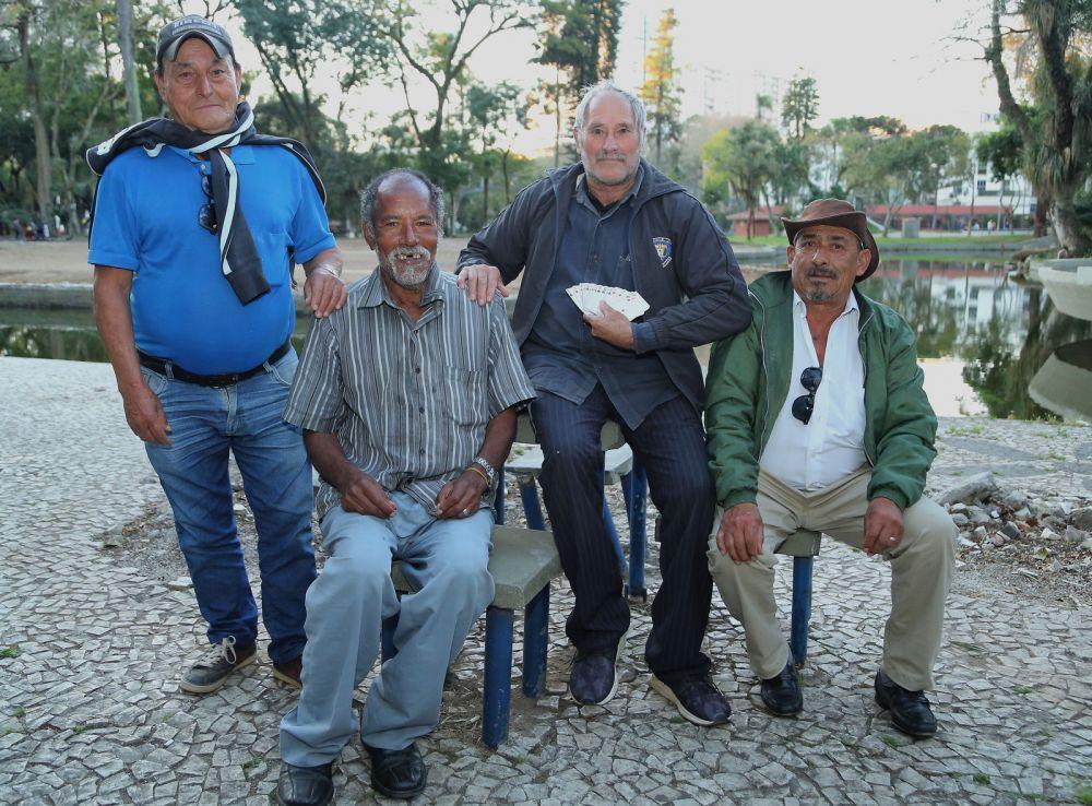 Na foto: Otávio Portes Pilar, de 84 anos, Raimundo Idalino, de 73, José Ilto Vieira, de 67 e Francisco Ferreira, de 88 — Foto: Giuliano Gomes/PR Press
