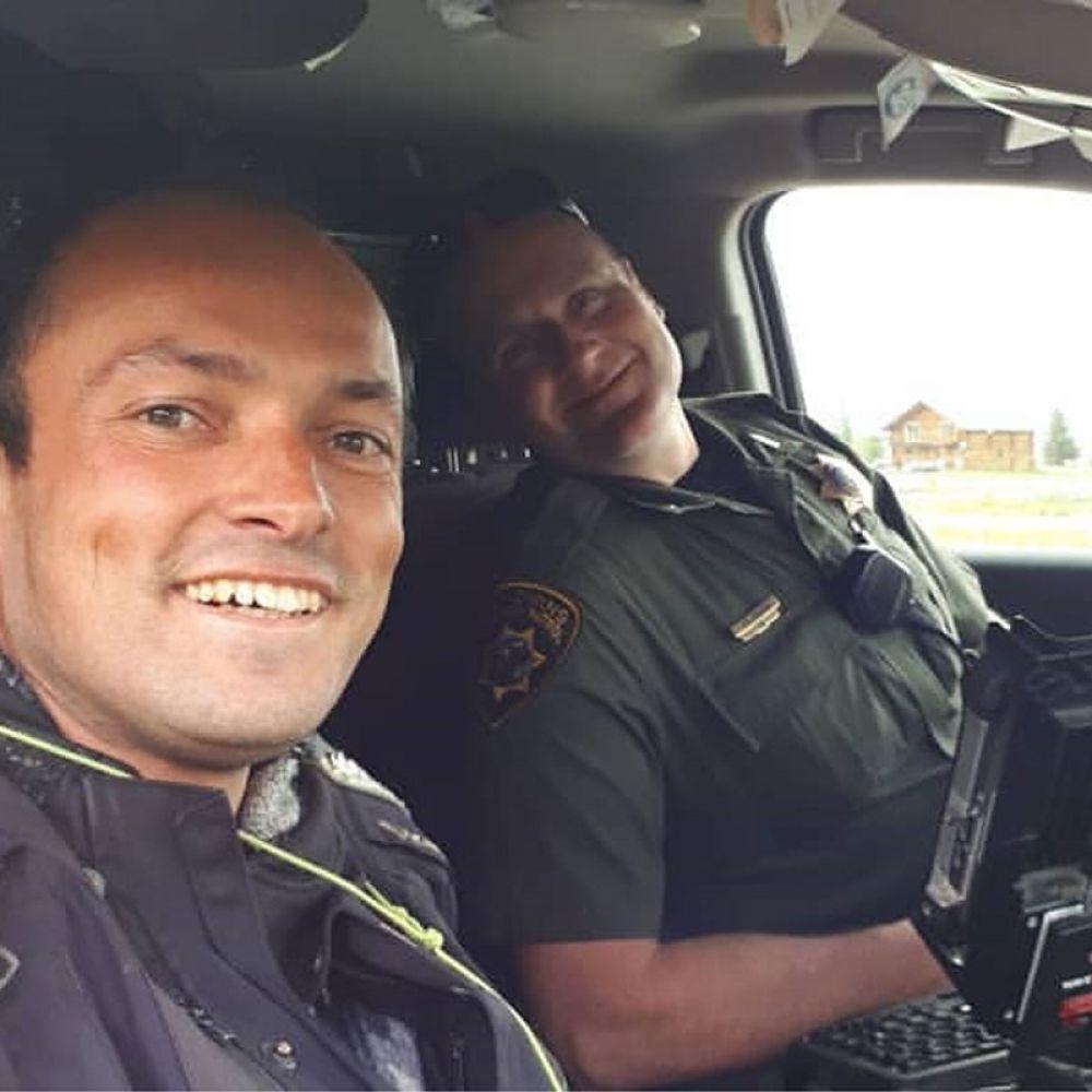 Até blitz gera história, ao lado o policial Andy Jackson de Wyomming
