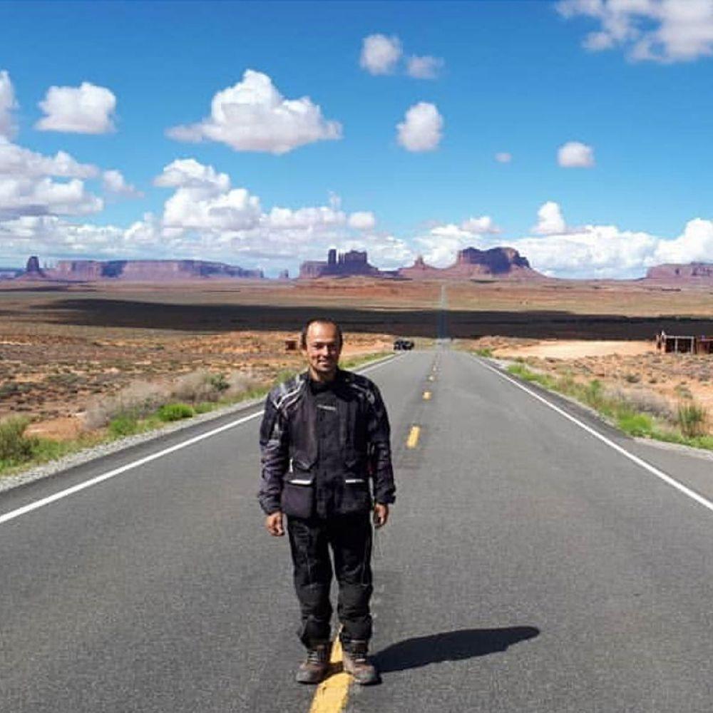 Parada para a foto no Monument Valley, no estado americado de Utah