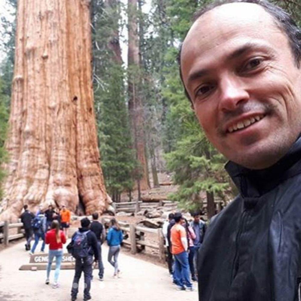Com as magníficas sequoias, em parque nacional da Califórnia