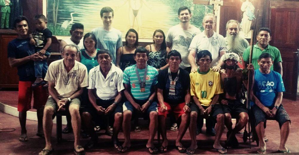 Primeiro encontro dos índios com os responsáveis pelo projeto da igreja — Foto: Divulgação/Creatos Arquitetura