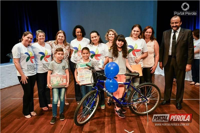 Prefeitura de Umuarama premia melhores redações sobre combate ao trabalho infantil