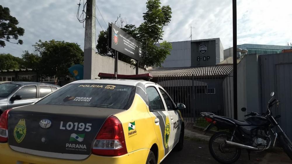 Delegado foi encaminhado para a Central de Flagrantes, em Curitiba — Foto: João Salgado/RPC