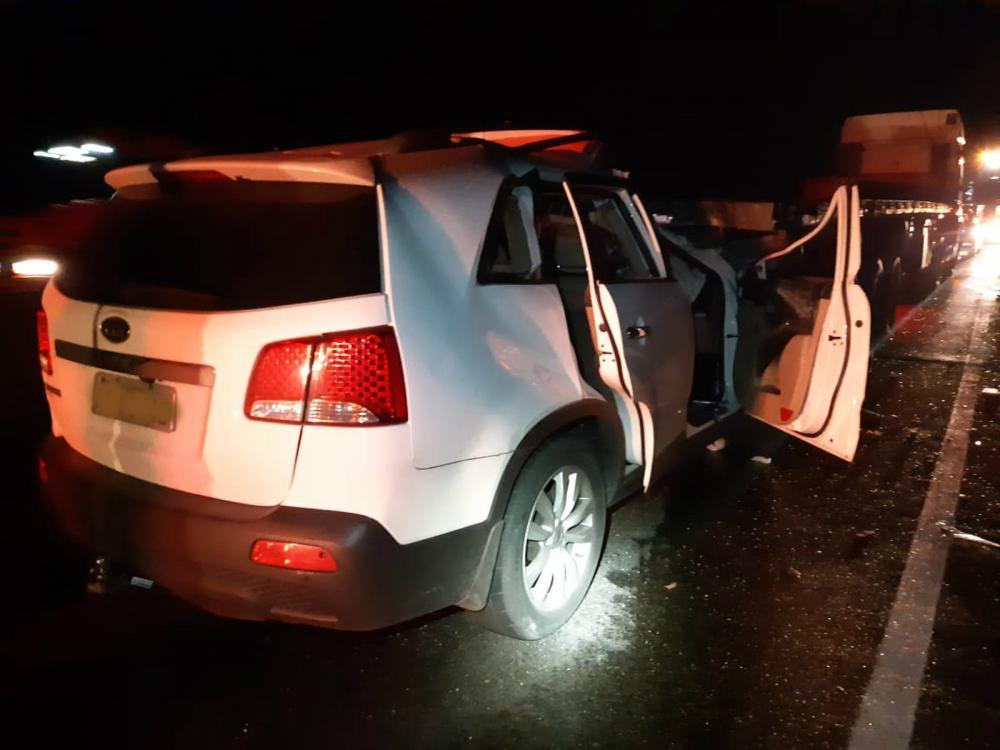 Homem morreu em batida entre carro e caminhão em Morretes — Foto: Divulgação/PRF
