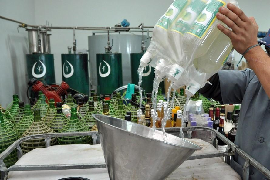 Unicentro transforma bebidas apreendidas em álcool para higienização