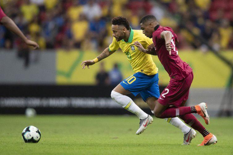 Neymar sofreu um entorse no tornozelo e deixou o campo ainda no primeiro tempo - Lucas Figueiredo - CBF
