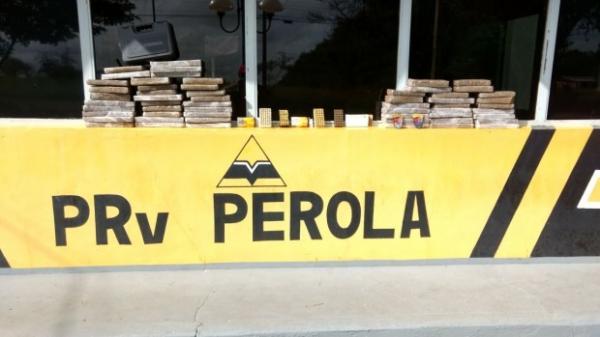PRE de Pérola apreende veículo de Umuarama com drogas e munições