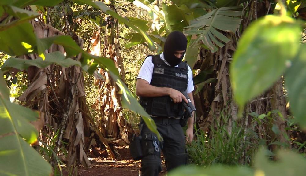 Jovem foi baleado após tentar atirar contra policial e arma falhar, em São Miguel do Iguaçu — Foto: Reprodução/RPC