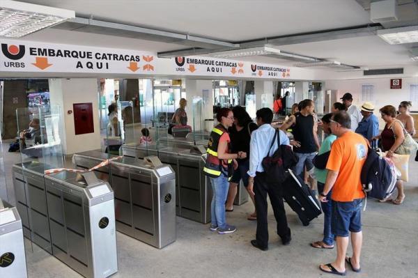Mais de 20 mil passageiros devem deixar Curitiba pela rodoviária durante o feriado