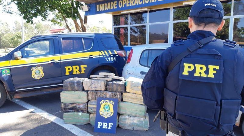 PRF apreende 320 quilos de maconha e recupera carro roubado em alto Paraiso