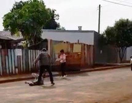 Homem é agredido com golpes de facão ao cobrar dívida em Campo Mourão – VEJA VÍDEO