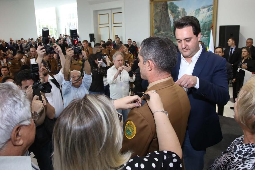 Governador autoriza 1.582 avanços de carreira de policiais do Paraná