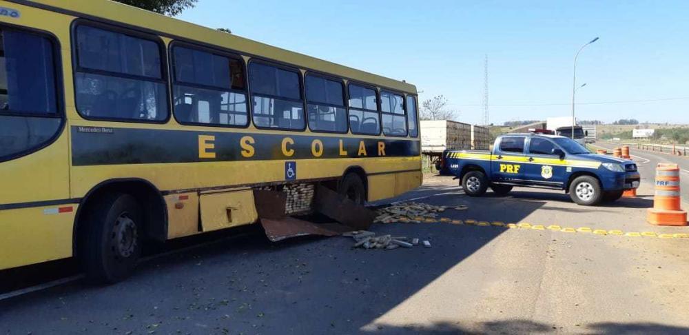 Falso ônibus escolar é apreendido com quase uma tonelada de maconha