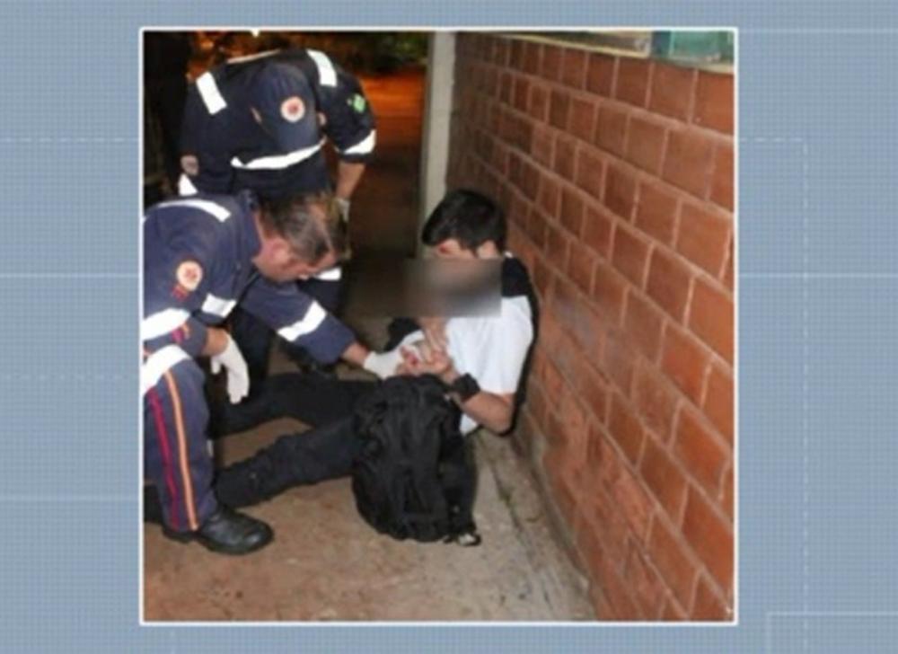 Jovem é esfaqueado no campus da UEM — Foto: Reprodução/RPC