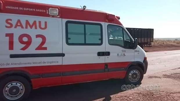 Homem fica ferido após acidente entre dois caminhões PR-486