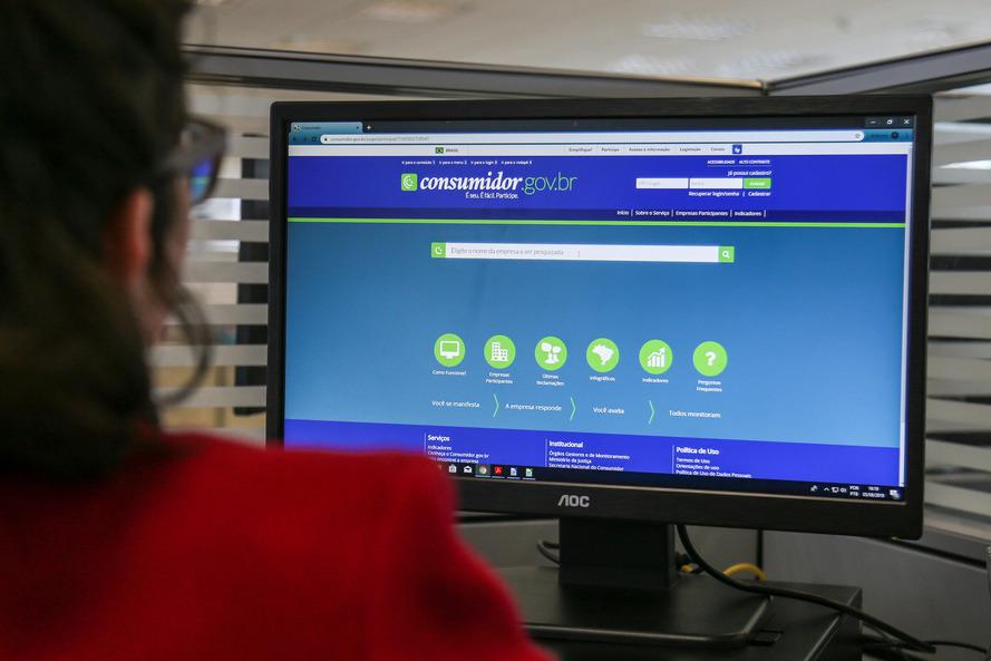 As cinco empresas que mais foram alvo de queixas são operadoras de telefonia e, juntas, respondem por 40% das reclamações. Foto: Geraldo Bubniak/ANPr