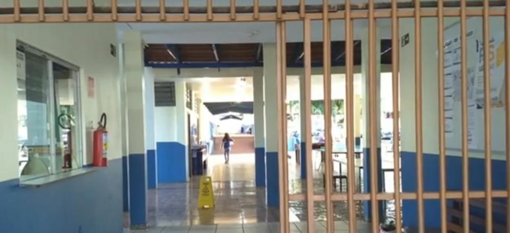 Diretora é agredida ao tentar separar briga entre alunos em colégio de Cascavel — Foto: Reprodução/RPC
