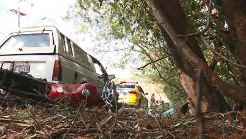 Segundo os bombeiros, o acidente foi na Avenida Carmem Miranda, próximo ao limite do município com Sarandi — Foto: RPC/Reprodução