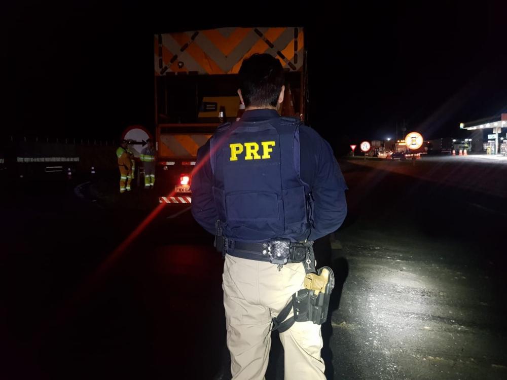 Homem morreu atropelado por caminhão em obra na BR-376, em Ponta Grossa — Foto: Divulgação/PRF