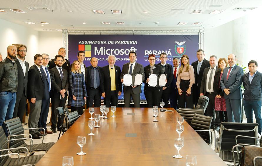 . O protocolo de intenção foi assinado pelo governador Carlos Massa Ratinho Junior e a presidente da Microsoft Brasil, Tânia Cosentino, nesta quarta-feira (14), em solenidade no Palácio Iguaçu. Foto: RODRIGO FELIX LEAL