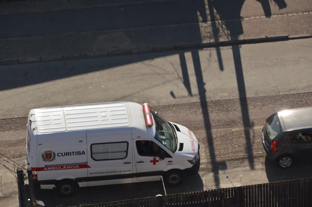Homem com pressa furta ambulância para economizar dinheiro em Curitiba, diz polícia — Foto: Divulgação/BPMOA/PMPR