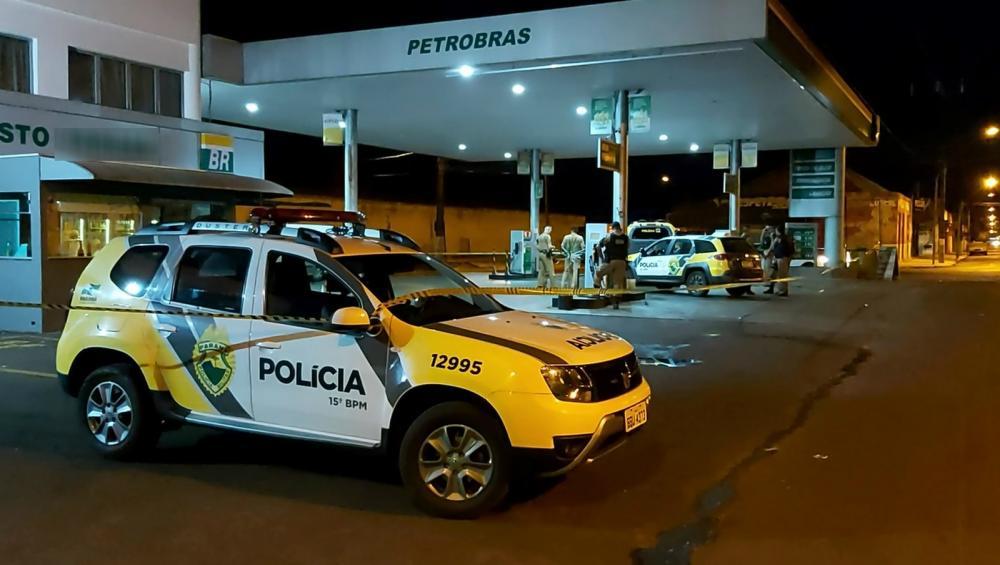 Confusão em posto de combustíveis termina com dois homens baleados e policial atropelado — Foto: Rolândia 190