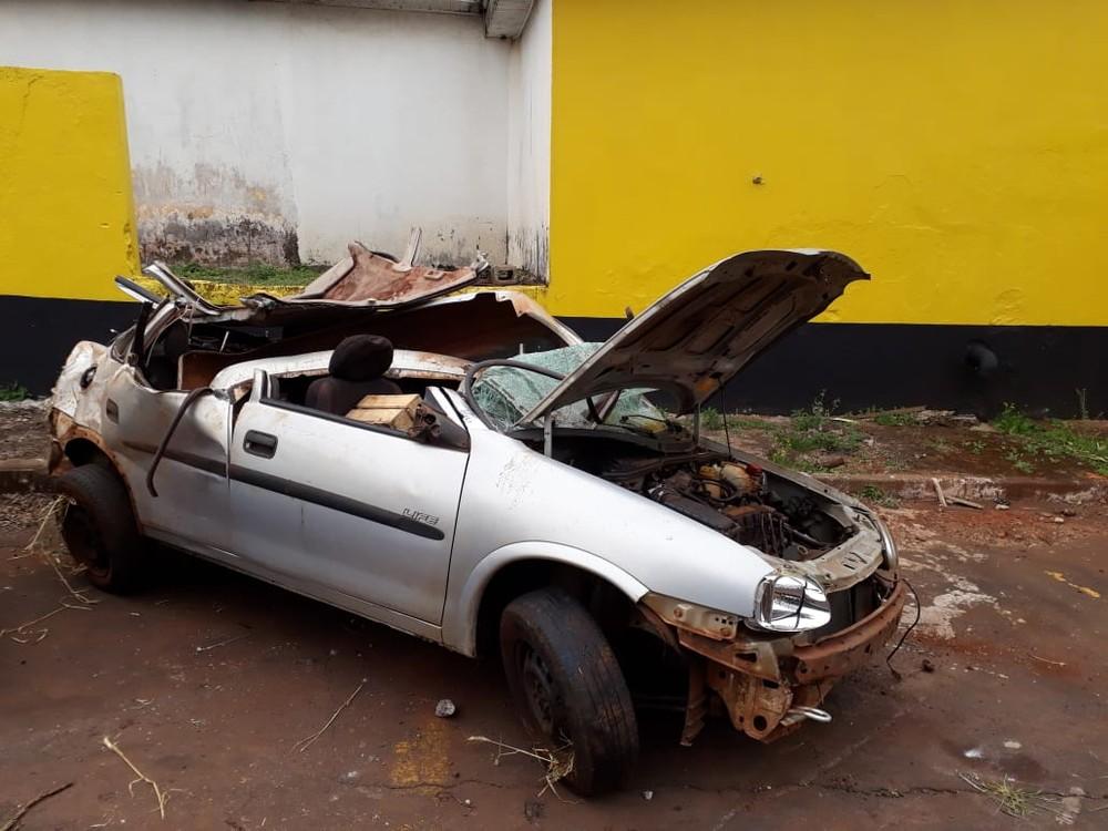 Homem morre e três pessoas ficam feridas após carro capotar na PR-486 — Foto: Divulgação/PRE