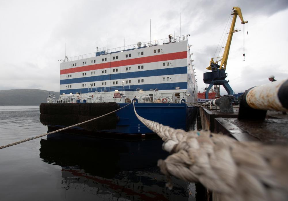 Usina nuclear flutuante está perto de zarpar de Murmansk, na Rússia, para cruzar o Ártico — Foto: Maxim Shemetov/Reuters