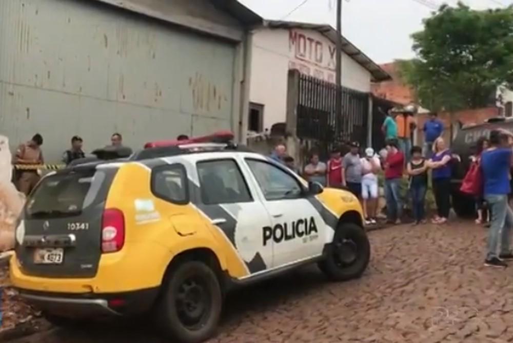 Família é encontrada morta dentro de casa, em Rio Bonito do Iguaçu — Foto: Reprodução/RPC