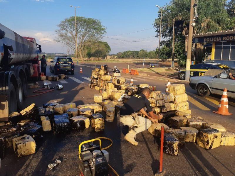 PRF apreende 2,8 toneladas de maconha em caminhão-tanque