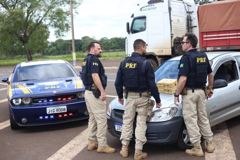 PRF apreende veículo com Crack e cocaína