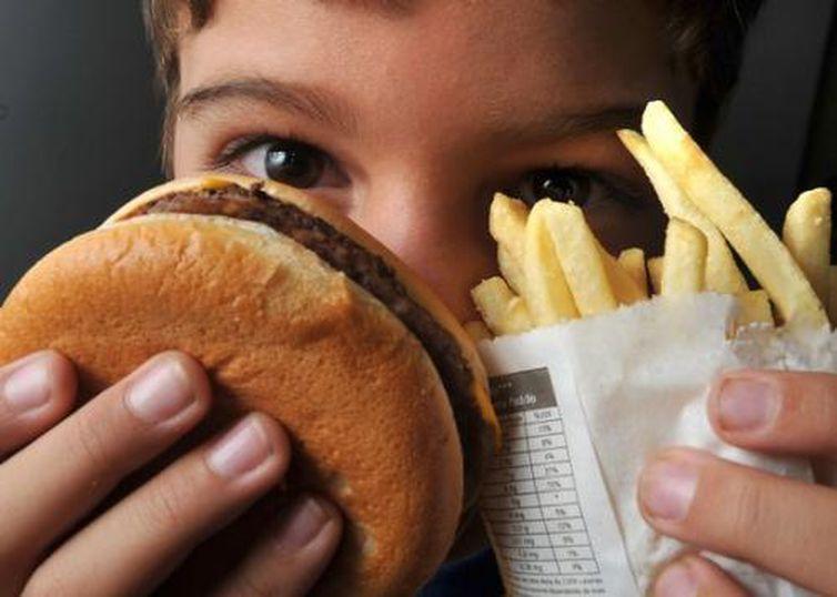 Gordura trans é geralmente usada em frituras comercializadas em lanchonetes e restaurantes - Marcello Casal Jr./Agência Brasil