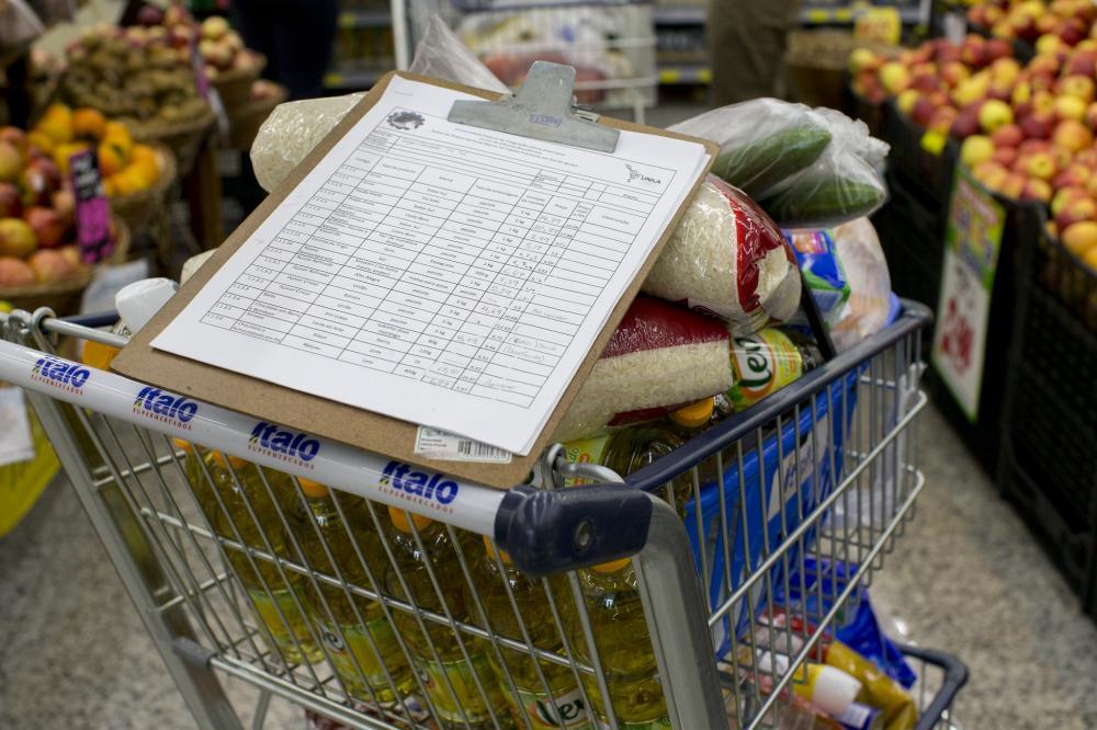 Consumidores devem pesquisar na hora de comprar os produtos da ceia, que variam em 188% nos supermercados de Foz