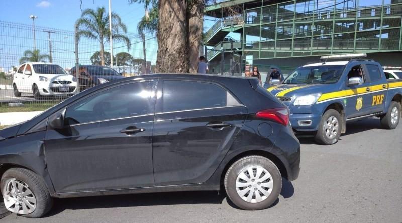 PRF prende ladrão de carro que fez mulher refém em Curitiba