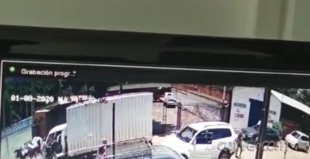 Vídeo registra troca de tiros entre policiais e assaltantes em Cidade do Leste