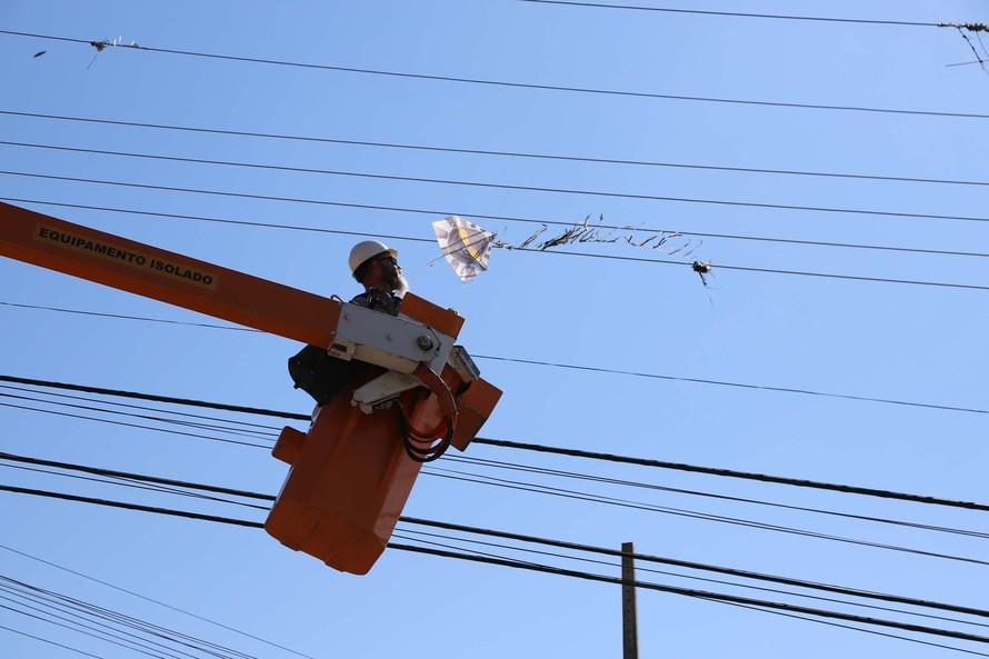 Copel alerta para os perigos de pipas perto da rede elétrica. Foto: DANIELA CATISTI