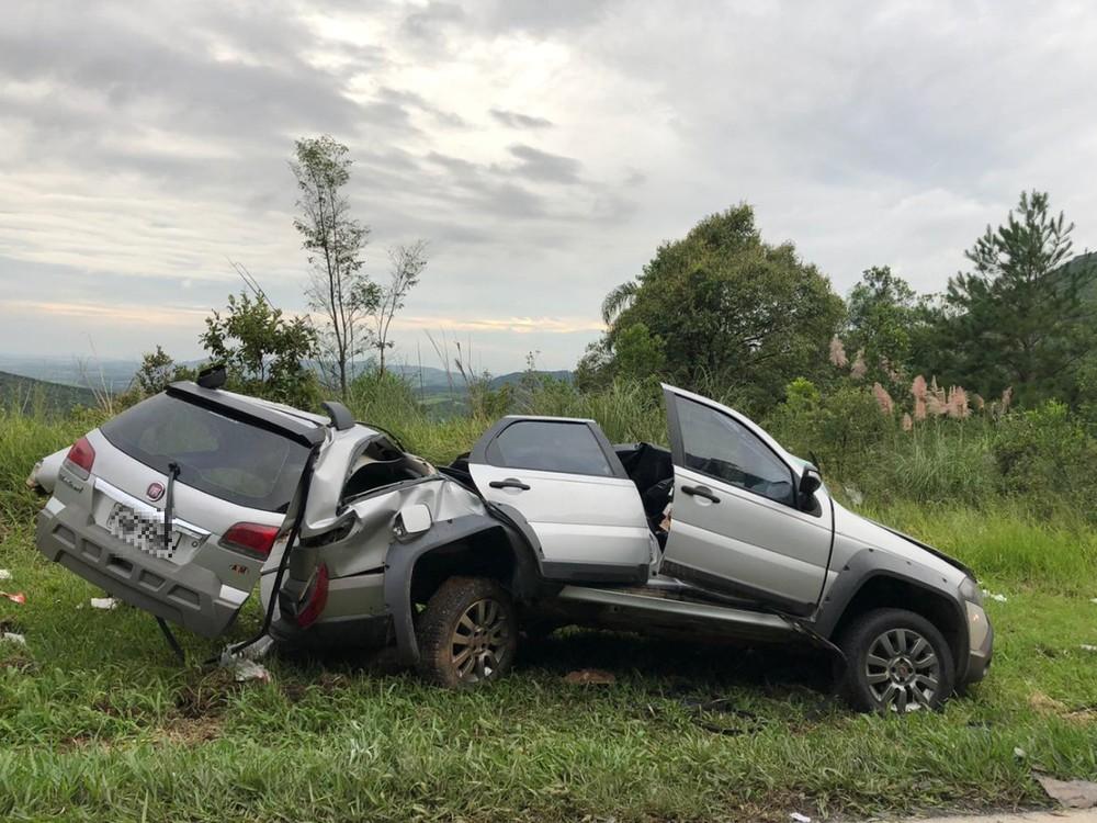Três pessoas morrem em acidente na BR-277, diz Corpo de Bombeiros — Foto: Camila Simili/Guilherme Geraldis/RPC