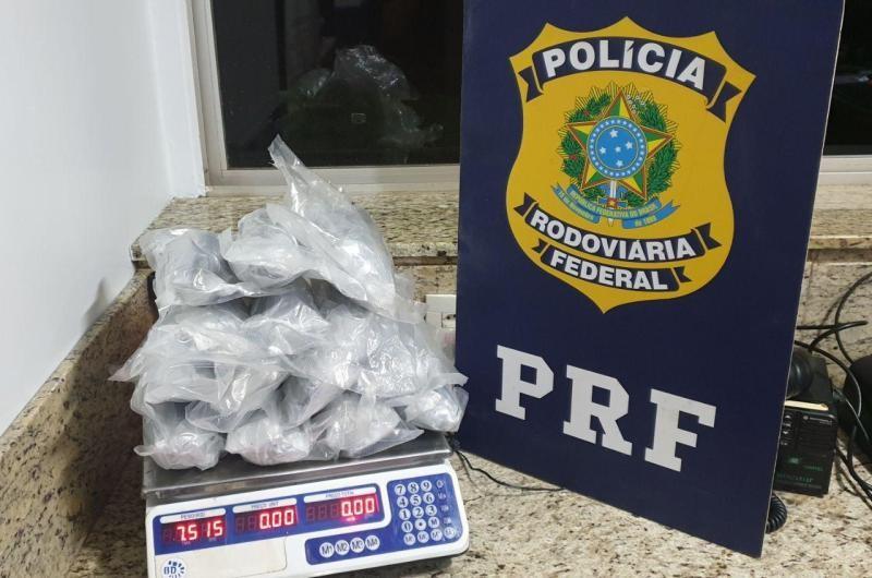 Carro com 4,2 mil comprimidos de ecstasy é apreendido pela PRF