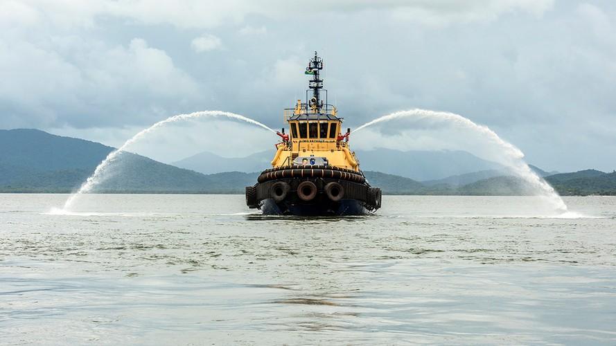 Portos do Paraná recebem novo rebocador com mais tecnologia
