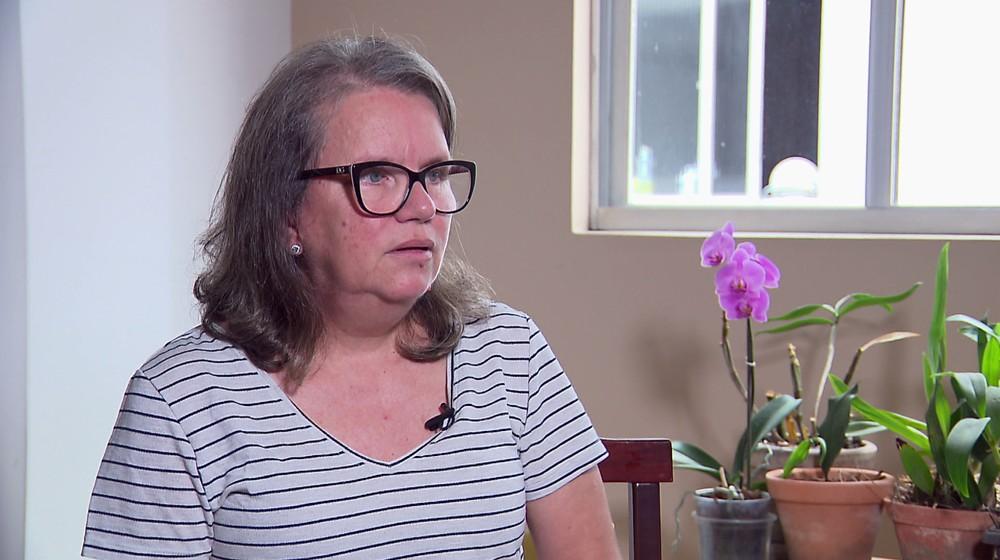 Professora Rosa Dorneles, de Curitiba, tenta há quatro anos devolver aposentadoria recebida pela mãe após o falecimento — Foto: Reprodução/RPC