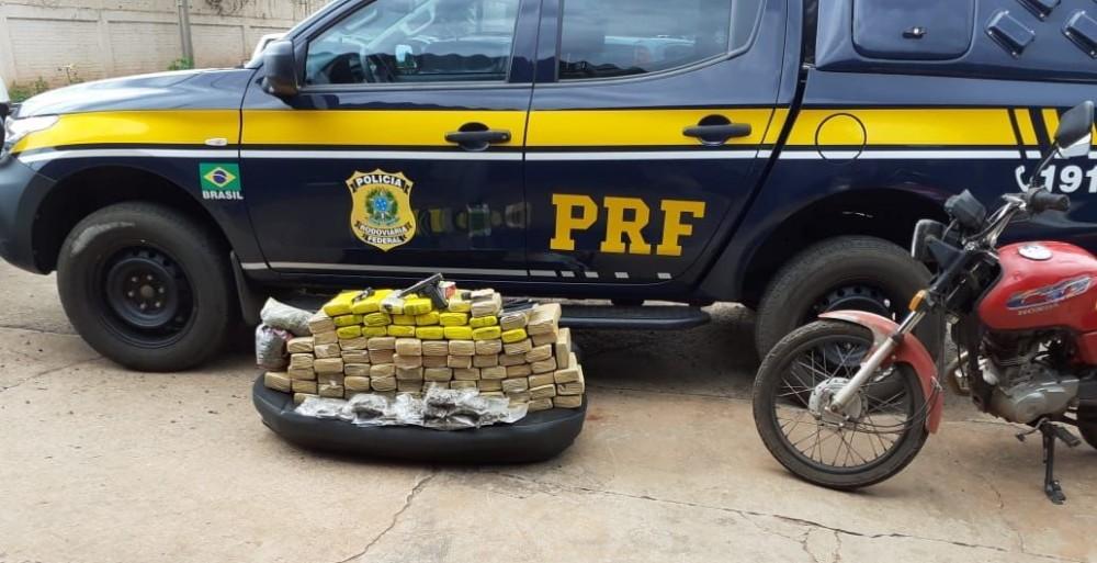 Após fuga, trio armado é preso com maconha em posto de combustíveis em Icaraíma