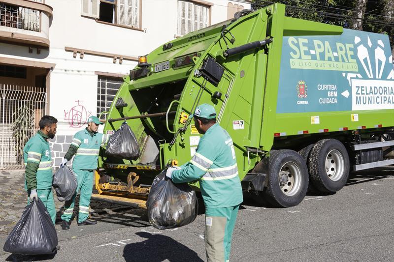Quarentena aumenta volume de lixo e exige cuidado com descarte