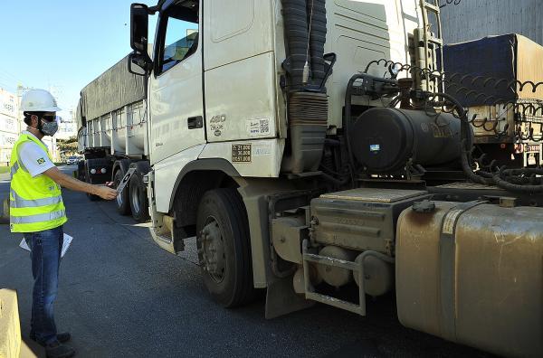 Portos do Paraná monitoram fumaça emitida pelos caminhões