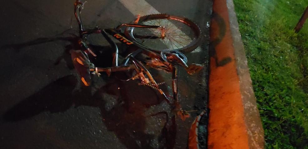 Ciclista fica gravemente ferido após ser atingido por picape na BR-277