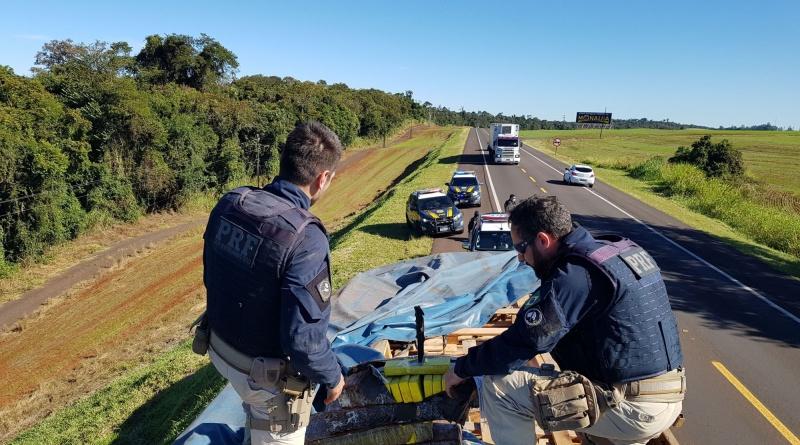 PRF descobre 1,1 tonelada de maconha escondida em carreta no Paraná