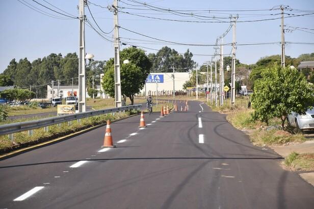 Avenida Ivo Sooma em Umuarama recebe sinalização vertical e horizontal