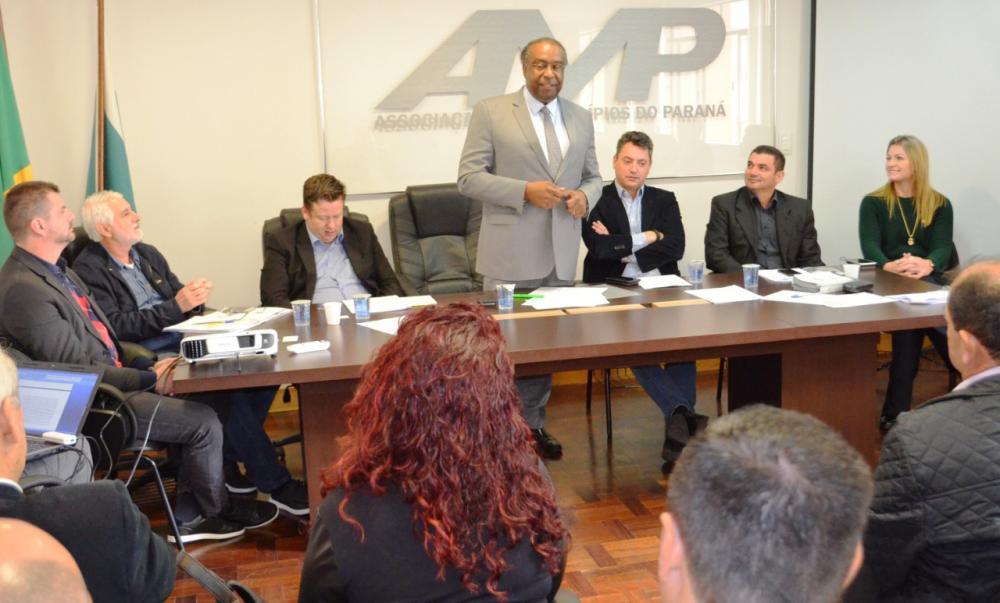 AMP parabeniza escolha de Decotelli para ministro da Educação