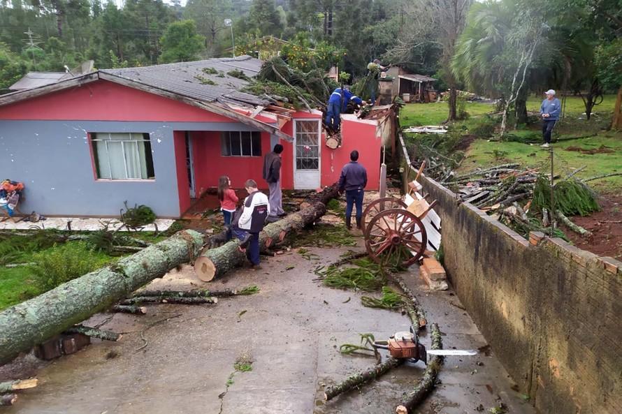 Sobe para 65 o número de municípios atingidos por temporal