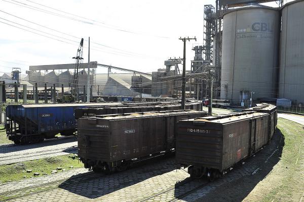 Descarga de grãos via ferrovia quase dobra em Paranaguá